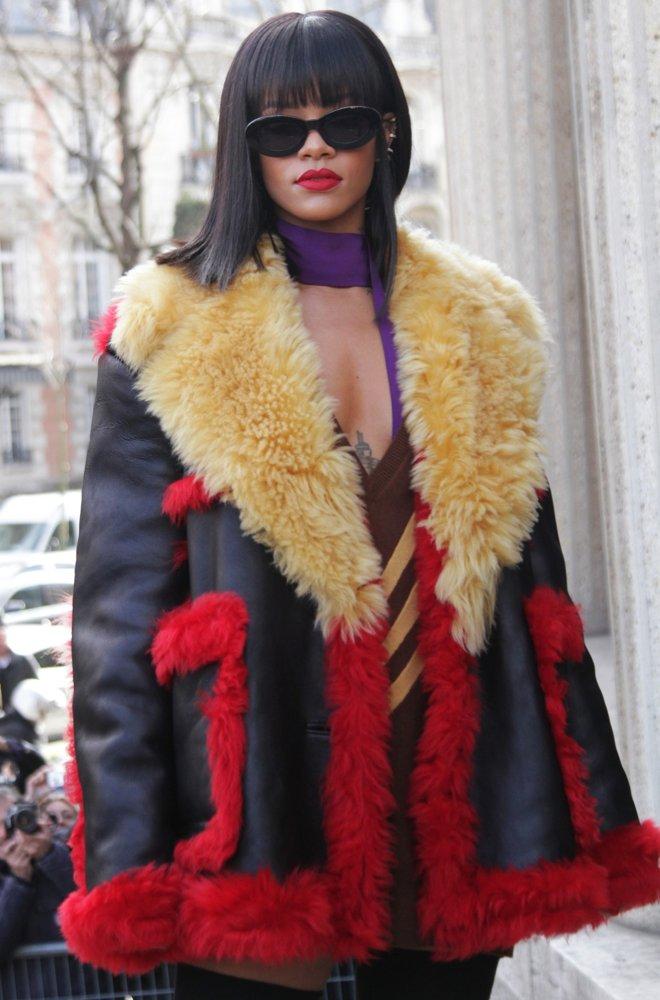 rihanna-paris-fashion-week-autumn-winter-2014-03