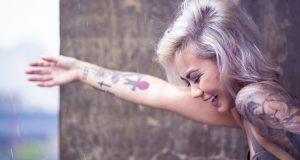 Quel tatouage faire au poignet pour une femme ?