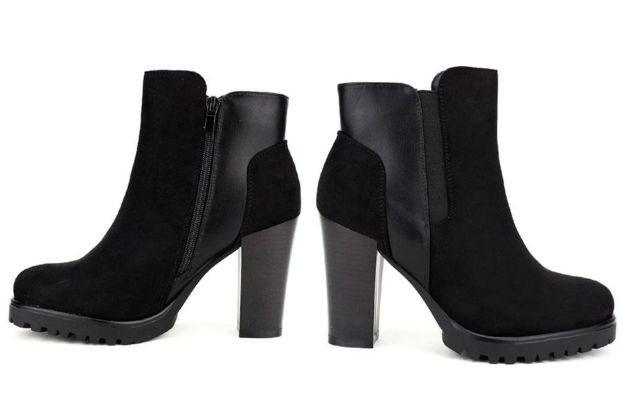 Paire de bottines noires chaussures grande taille achetées en ligne